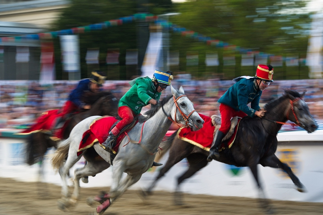 fm.16.09.18. - Véget ért a Nemzeti Vágta. A kilencedik alkalommal megrendezett verseny döntőjét Füzér lovasa, Kun Ferenc nyerte Colonia Victoria nevű lovával.