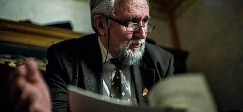 Ángyán kiakadt a Professzorok Batthyány Körének kormány melletti kampányán és kilép