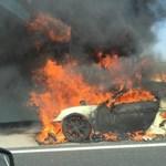 Teljesen kiégett egy Porsche az M1-esen – fotó