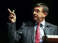 Költségvetési csalás gyanújával följelentette az ÁSZ a Momentumot és a Párbeszédet