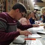 Amerikaiak tömegei mennek ma szavazni, és vihetik magukkal a koronavírust