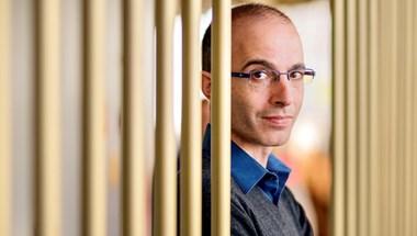 Yuval Noah Harari: Leckék a járvány első éve után