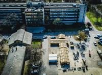 A kormányzat talált-süllyedt játékra kényszeríti a kórházakat a koronavírus ellen