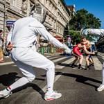 Fotók: Flashmob volt a Nagykörúton, olimpikonokról nevezik el a megállókat
