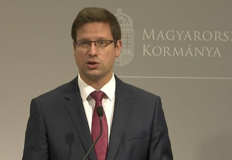Gulyás: Ismét karanténba kell vonulni a fertőzött országból érkező magyaroknak