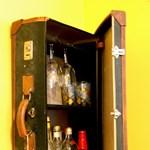 Bőröndből faliszekrény: ötletes újrahasznosított kofferek