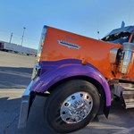 Krómba mártott amerikai csőrös kamionok – megnéztük, milyenek belül
