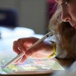 Gigászi harc: egymásnak feszül a Google és az Apple az iskolák miatt