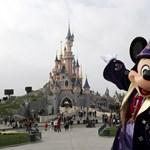 A Disney Worldre gyűjtött, de inkább a Dorian áldozatainak adta a zsebpénzét egy kisfiú