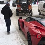 A nap fotója: a 3 milliárd forintos Ferrari és a hó esete