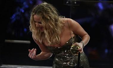 Ki az, aki képes egy pohár borral a kezében átmászni a székeken az Oscaron?