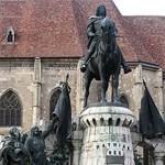 Rejtélyes időkapszula a kolozsvári Mátyás-szoborban