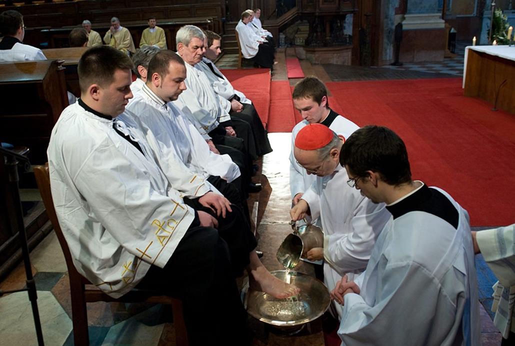 A hét képei nagyítás Erdő Péter katolikus egyház húsvét templom pap