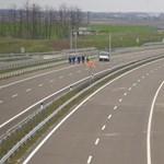 Két ember meghalt reggel az M6-oson