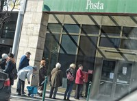 Elsőbbséget kapnak a postán a nyitáskor az idősek