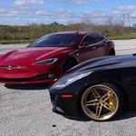 Most éppen egy 660 lóerős Ferrarit aláz meg egy Tesla – videó