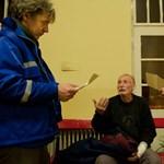 Mentorok segítenek a szegényeknek okosan beosztani a pénzt