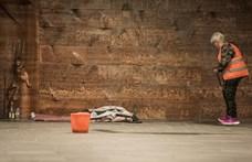 A pápa félhivatalos lapja is elítéli a hajléktalanok meghurcolását