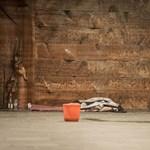 A miskolci KaritászPONT előtt fagyott halálra egy hajléktalan