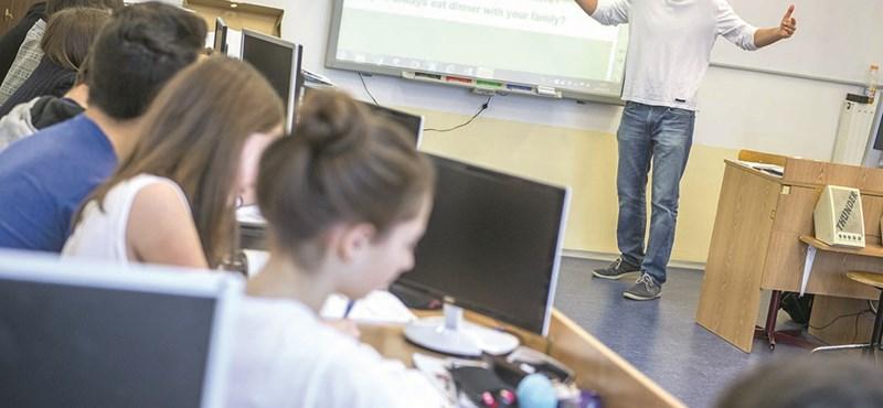 Csak tabletekkel még messzebb lökjük a magyar iskolát a 21. századtól