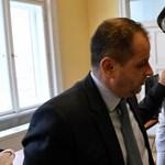 Videó: Czeglédy Csaba és Budai Gyula különös találkozása a választási bizottság ülésén