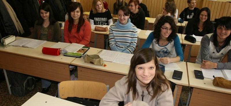 Már a középiskolában is szerezhetünk egyetemi diplomát