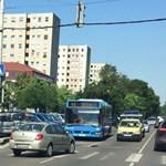 Budapesti életkép: mit keres forgalommal szemben a zebrán egy Thalia?