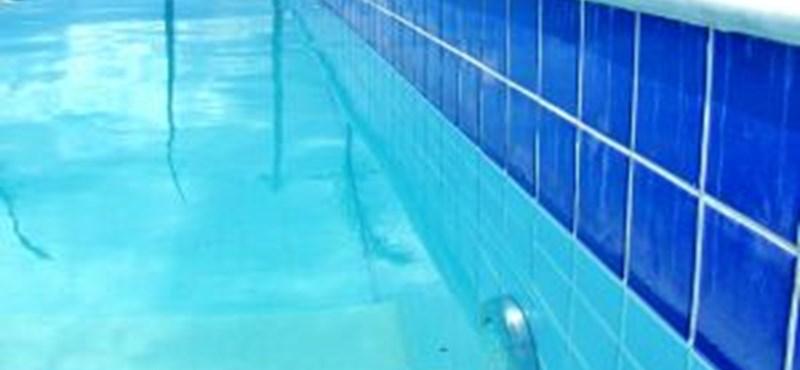 Úszó botrány: a meztelen fotót vállalja, a többit cáfolja az edző