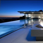 Szögletes és karcsú hollywoodi otthon
