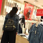 A bruttó bérek 100 százalékát kérik a kiskereskedelmi dolgozók, hogy ne legyenek elbocsátások