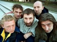 Fedél nélkül él a legendás punk zenekar egykori frontembere – gyűjtés indult érte