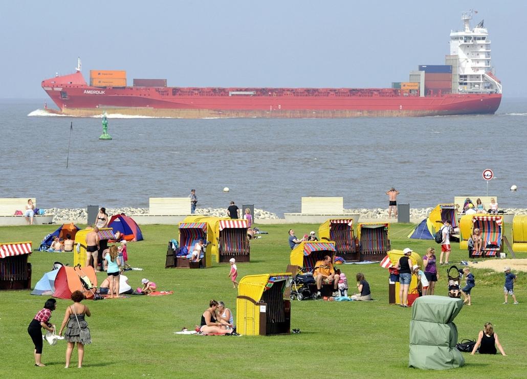 Németország: konténerszállító az Otterndorf-i strand mellett - 7képei plusz