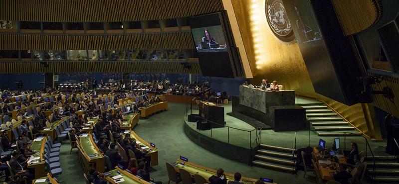 Megszavazták az ENSZ globális migrációs csomagját, kisebbségben maradt a magyar kormány