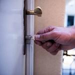 Eldobhatja a félkilós kulcscsomót: jön a mobilos ajtózár