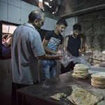 Damaszkusz a kelet-aleppói lakosság kiéheztetésére játszhat