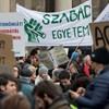 Tüntetés lesz a CEU száműzetésének egyéves évfordulóján