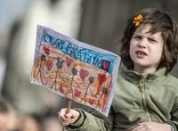 A kormány rendíthetetlenül uszít a romák, a rabok és a menekültek ellen