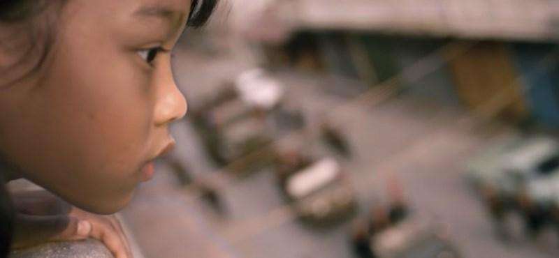 Angelina Jolie megmutatja, milyen egy kislány szemével a háború pokla – előzetes