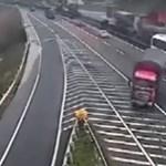 Ennél nagyobb ostobaságot még nem láttunk autópályán – videó
