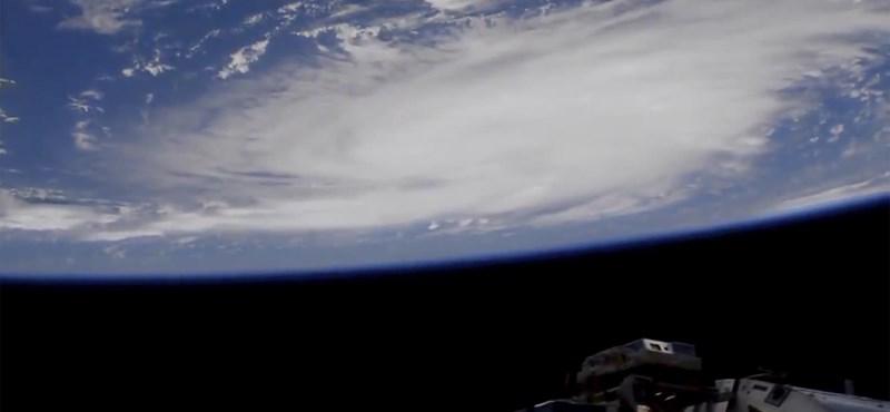 A Bahamák legpusztítóbb hurrikánjaként tombol Dorian