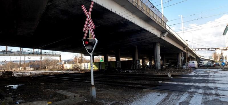 Leállt a vasúti forgalom Rákosrendezőnél, nagy késésekre kell készülni