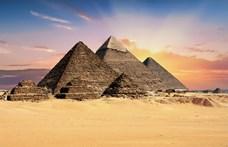 Szexjelenetet forgattak a gízai piramison