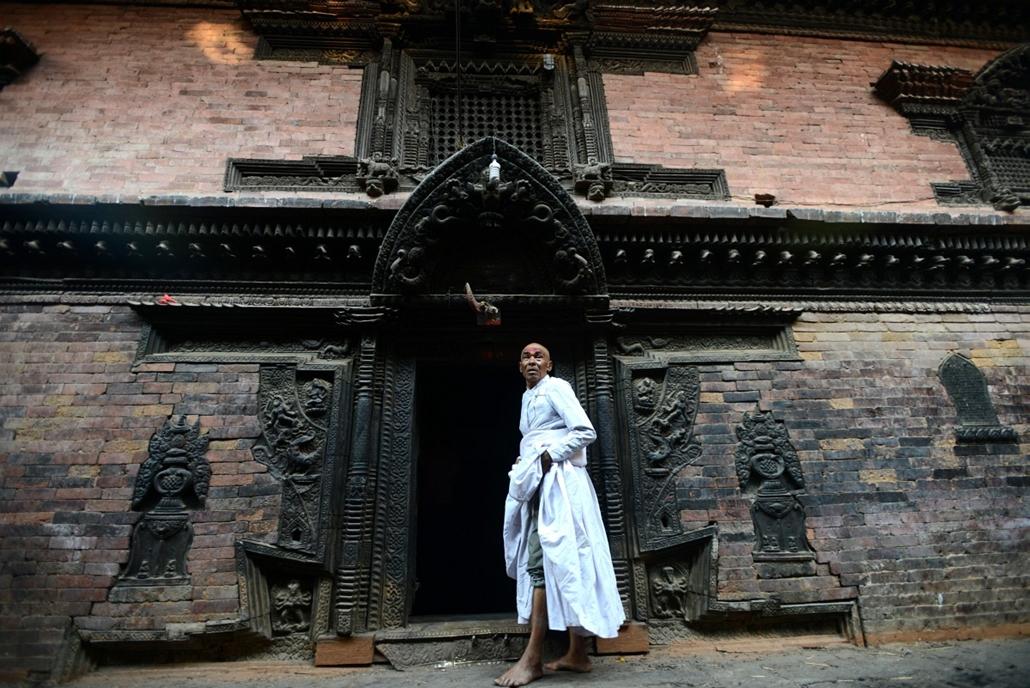 afp. nepál, fesztivál 2014.04.10. hindu pap