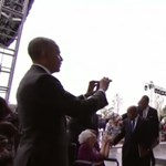 """""""Segíts már"""" - bökte meg az amerikai elnököt Bush"""