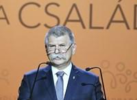 Vége a spontán Orbán-interjúknak, Kövér szinte eltiltotta a sajtót a politikusoktól