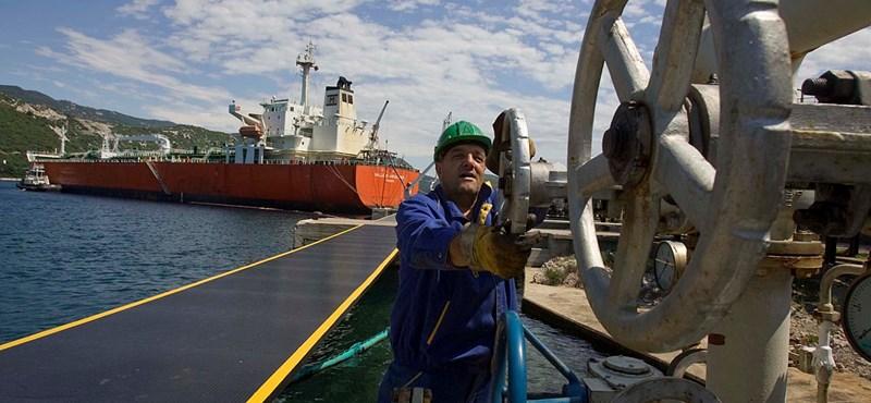 Az olaj ára gyorsabban csökkent, mint ahogy a forint romlott