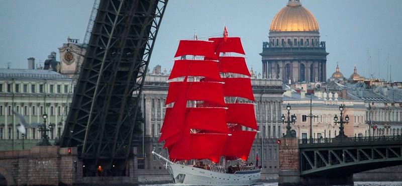 Újra felbukkant a titokzatos hajó: ahol skarlátvörös vitorlással ünneplik a tanév végét