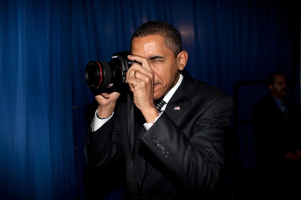 lehetőleg ne - flickrCC_! - 09.02.18. - Mesa, Arizona, USA: Barack Obama a Mesa városában található Dobson Gimnáziumban egy rendezvény előtt 2009. február 18-án.  - Barack Obama nagyítás