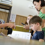 Hány tanárt, asszisztenst, titkárt vehetnek fel az iskolák?