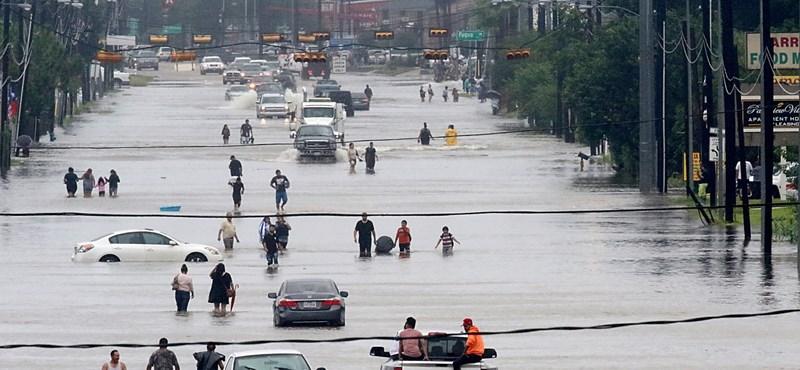Megsüllyedt Houston a hurrikán miatt